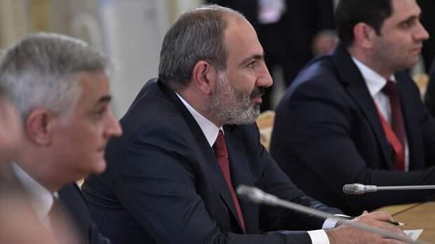 Пашинян просит РФ оказать Армении военную помощь из-за ситуации на границе с Азербайджаном