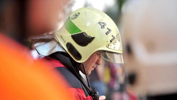 Пламя уничтожило дорогую иномарку в Приморье
