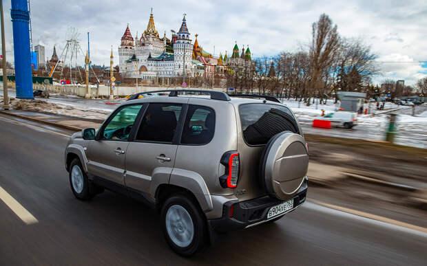 Наш внедорожник за 900 000: новая Нива Travel или УАЗ с пробегом?