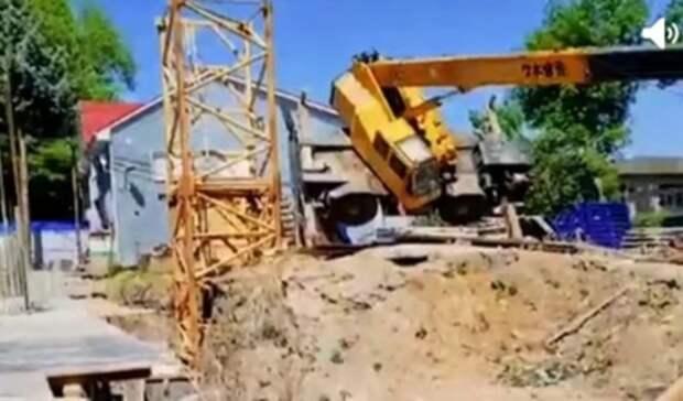 ВРостове-на-Дону назвали подробности обрушения строительного крана нагазопровод