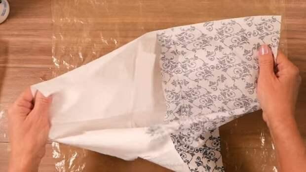 С помощью нехитрой техники и простого материала, клея ПВА, вы получите отличный материал для декорирования