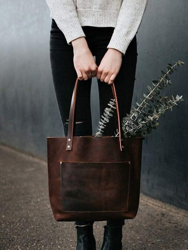 Из крайности в крайность: сумки-кулоны и сумки-гиганты зимы 2020-2021