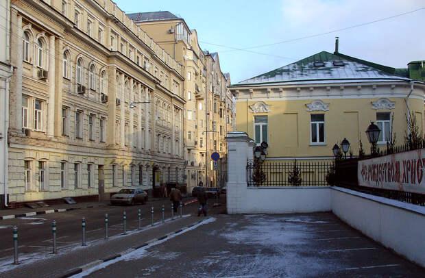 Почем в Москве продают помещение в доме 1860-года постройки