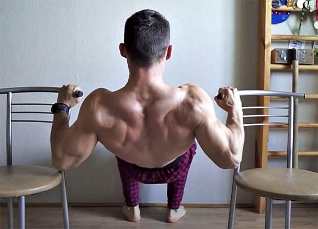 Мощная спина дома без тренажеров: для тренировки берем два стула и полотенце