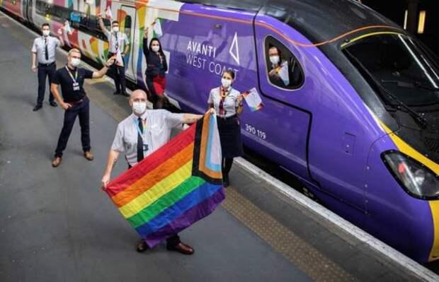 Британские лошади шарахаются символики ЛГБТ как огня