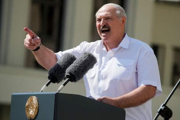 Трухан: Наше счастье, что для Запада Лукашенко – сумасшедший маргинал