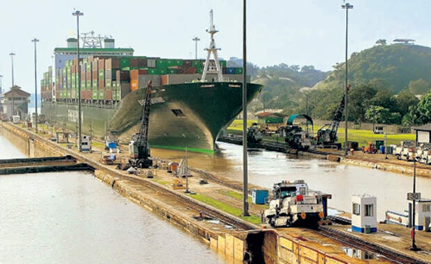 Благодаря контролю над Панамским каналом США имеют огромные деньги и политический вес в регионе
