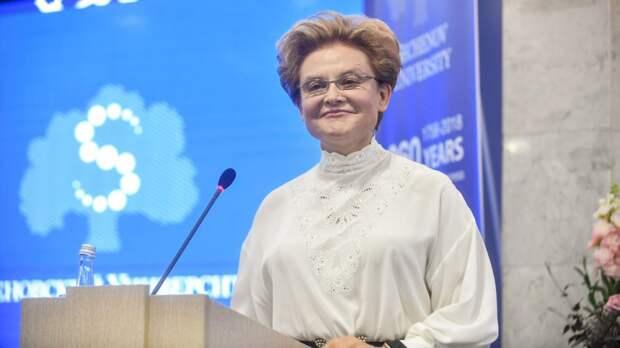 Елена Малышева с гордостью показала фанатам свою моложавую мать