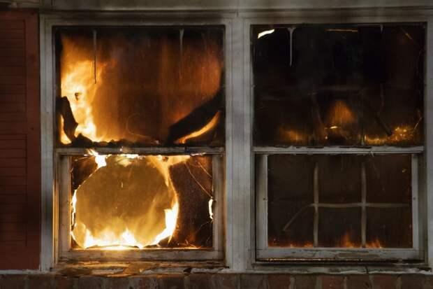 Двое мужчин в Удмуртии погибли при пожаре в частном доме