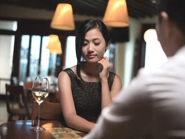 Печальный опыт: три британки поделились жуткими историями общения на сайтах знакомств