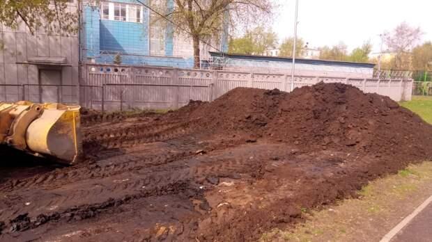 На Новоостаповской начались работы по устройству «собачьей» площадки
