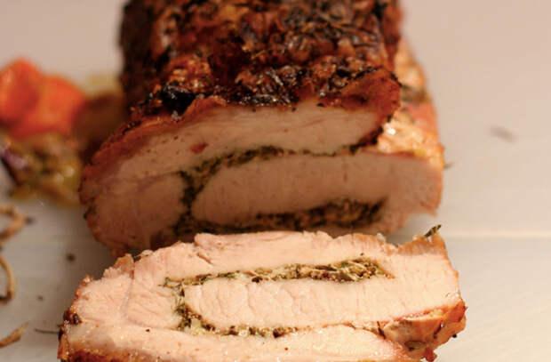 Берем 3 килограмма свинины и запекаем рулетом: мяса хватает на всю неделю