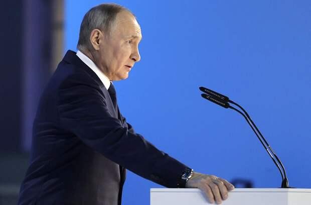 Владимир Путин поручил разработать меры поддержки МЧС