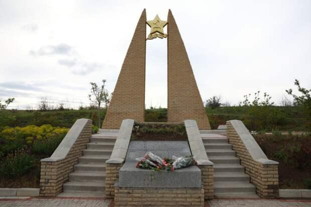 Мемориальный комплекс на реке Молочной.