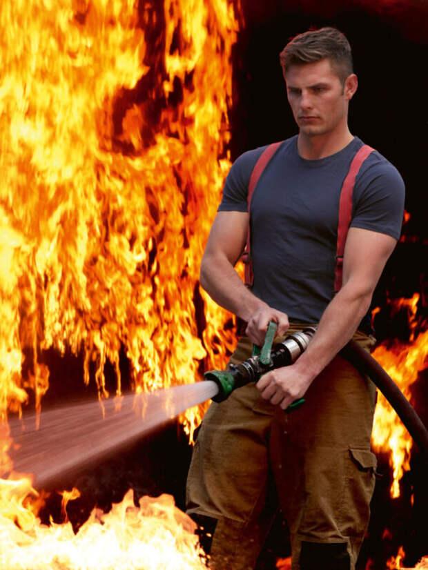 Австралийские пожарные снова разделись для календаря вподдержку живой природы