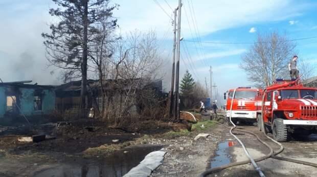Второй крупный пожар произошел в Бодайбо за день 15 мая - горят жилые дома