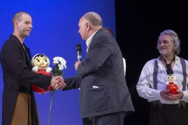 Глава Котовска приветствовал донецкий театр, прибывший для участия в Рыбаковском фестивале