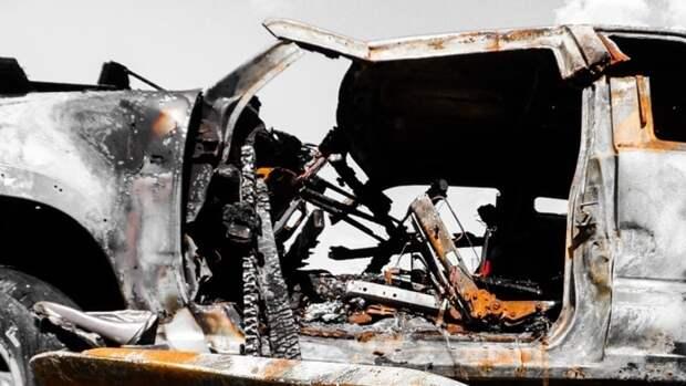 Два человека сгорели в джипе после столкновения с грузовиком в Саратовской области