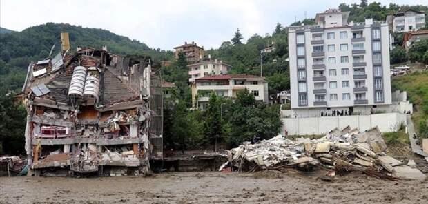 Не пожар, так наводнение: 9 жителей Турции погибли от потопа