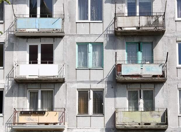У россиян забирают квартиры за долги родственников