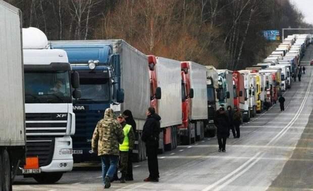 Странная блокада: Украина стала главным торговым партнером Крыма