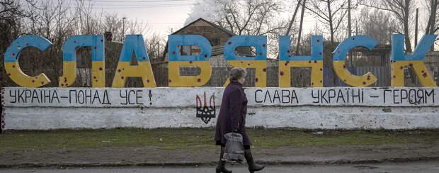 Местные жители в Славянске и Краматорске плюют в спины украинским «освободителям»