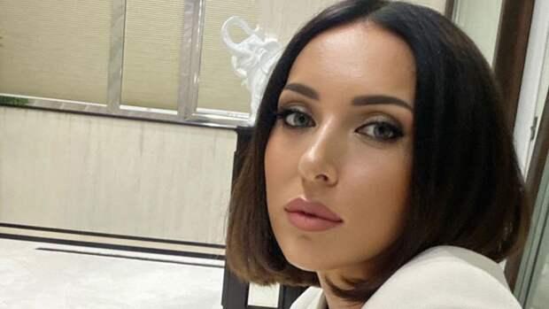 Певица Алсу назвала чудовищной трагедией стрельбу в казанской школе