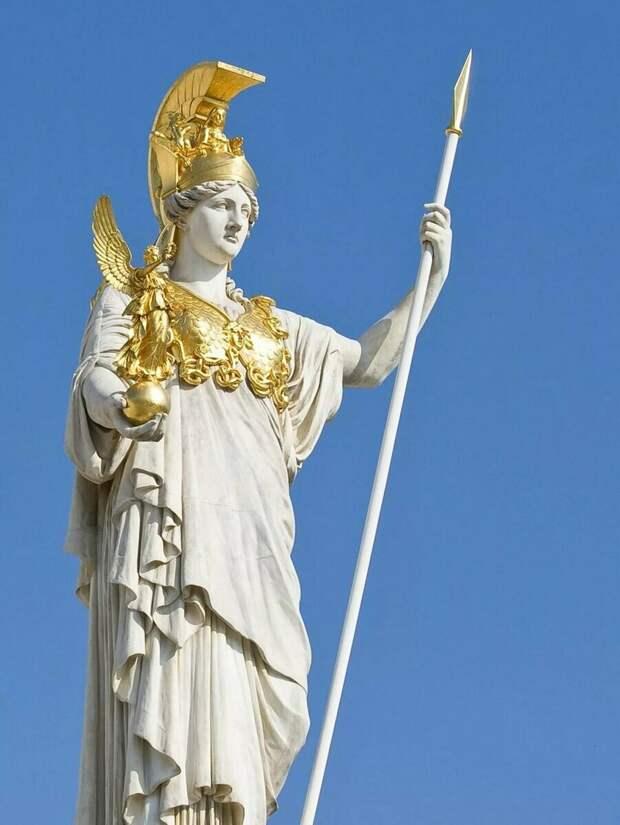 Почему греческие полисы имели разных богов покровителей?