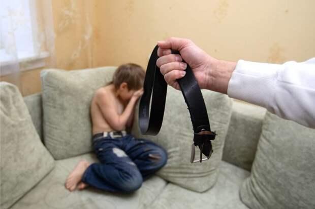 Родителей начали штрафовать за воспитание детей побоями