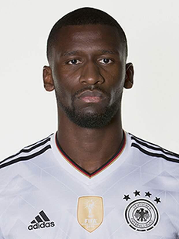 Рюдигер укусил Погба во время матча Франция - Германия