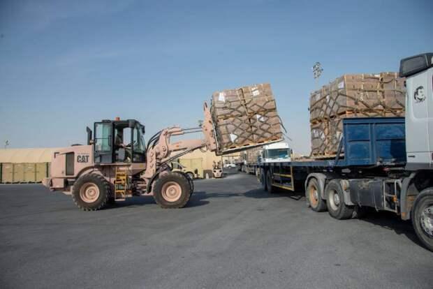 Приведены примеры оборудования и техники, уничтожаемых военными США при выходе из Афганистана