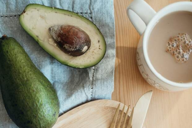 Торт из авокадо без муки и сахара. Вкусно, быстро и полезно!
