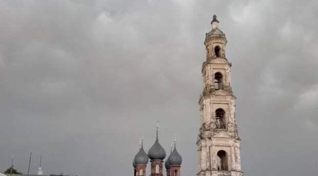 Ураган снес шпиль с крестом с колокольни в Юрьевце Ивановской области