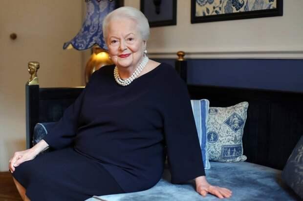 Единственная оставшаяся в живых 101-летняя актриса из «Унесенных ветром» была награждена королевой Великобритании