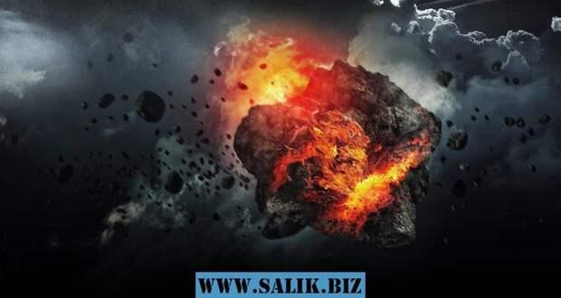Ударная волна, возникающая при разрушении метеорита, способна принести куда больше бед, чем падение крупного обломка. На фото – отверстие во льду озера Чебаркуль, предположительно пробитое куском челябинского метеорита.