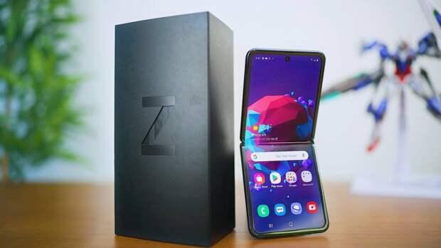 Samsung запатентовала смартфон, который складывается внутрь и наружу