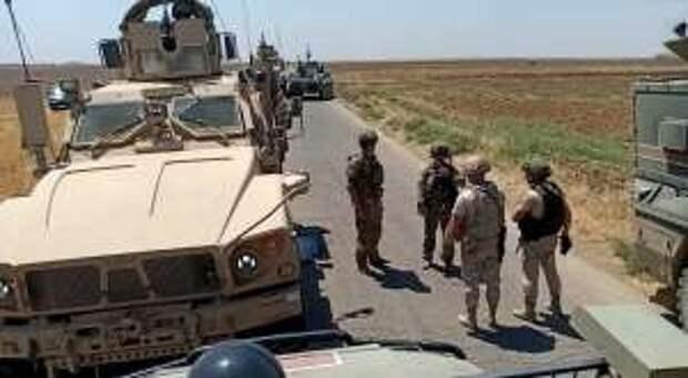 Российские военные блокировали колонну армии США в Сирии (ФОТО)