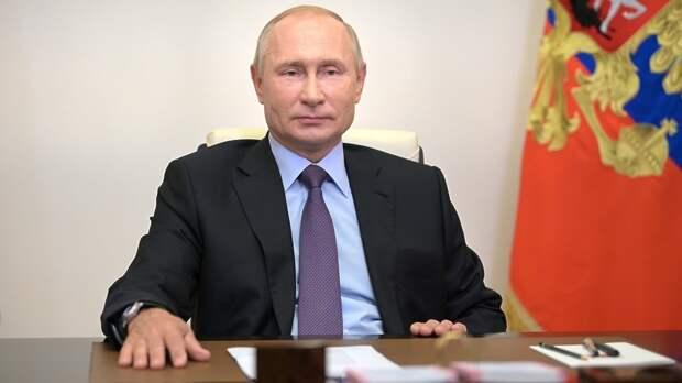 Путин отменил ношение каракулевых шапок высшими офицерами ВС РФ