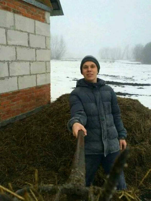 Немного об альтернативном использовании граблей на Novate.ru. | Фото: MegaSoc.ru.