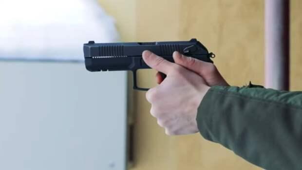 Неизвестные начали стрельбу в казанской школе
