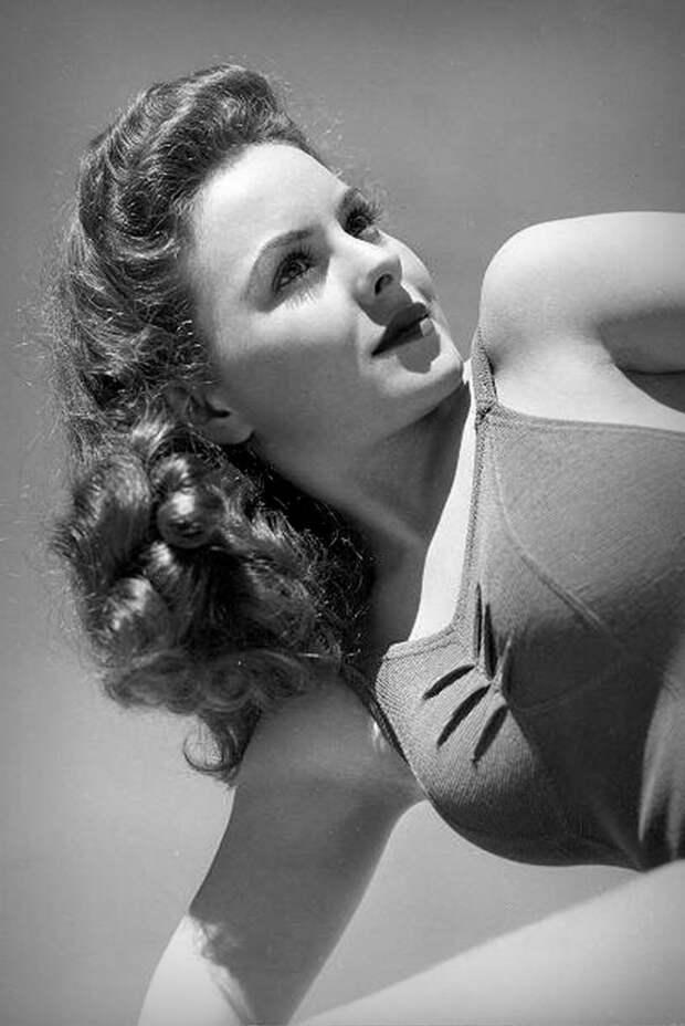 Красавица из 40-ых Джинн Крейн.