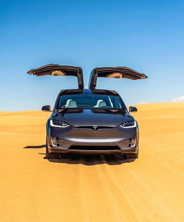 Tesla отзывает тысячи машин из Германии