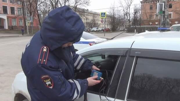 Полиция Петербурга возобновила рейды по борьбе с тонировкой автомобилей