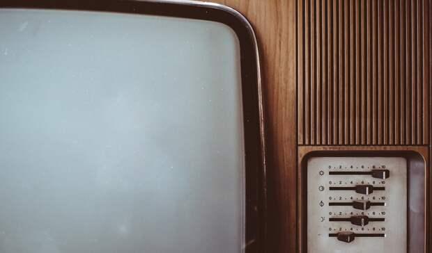 Неизвестный вПетрозаводске выбросил телевизор изокна настоявшие внизу автомобили