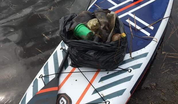 Экосерфинг: нижегородцы убрали мусор созера нанеобычном «транспорте»
