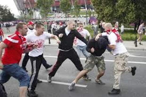 На фанатов «Зенита» напали в московской хинкальной. ВИДЕО.
