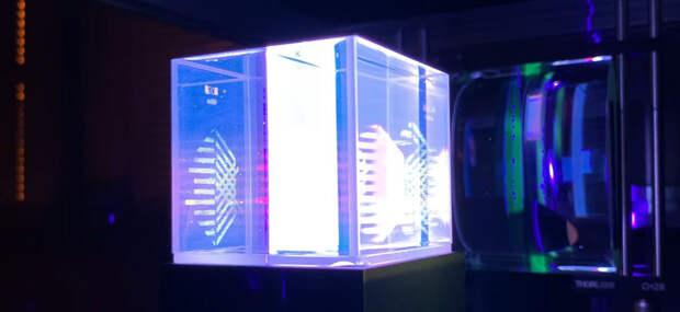 Компания Xolo представила первый в мире 3D-принтер моментальной объемной печати
