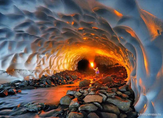 Ледниковые пещеры Камчатки