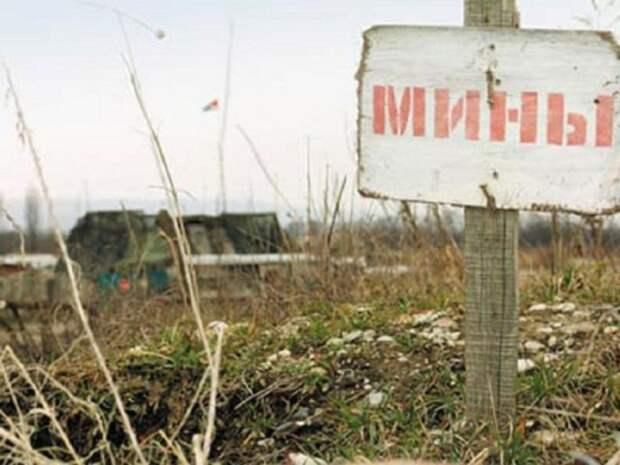 В районе н.п. Пантелеймоновка жители выставляют самодельные знаки о минной опасности