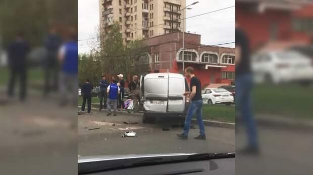 ФАН публикует видео с места ДТП на проспекте Сизова в Петербурге